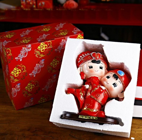 Resin Toy Hugging Chinese Costume