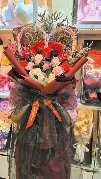 17 Love Shape Soap Flowers